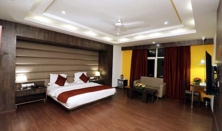 Stay At Executive Room At Hotel Myriad