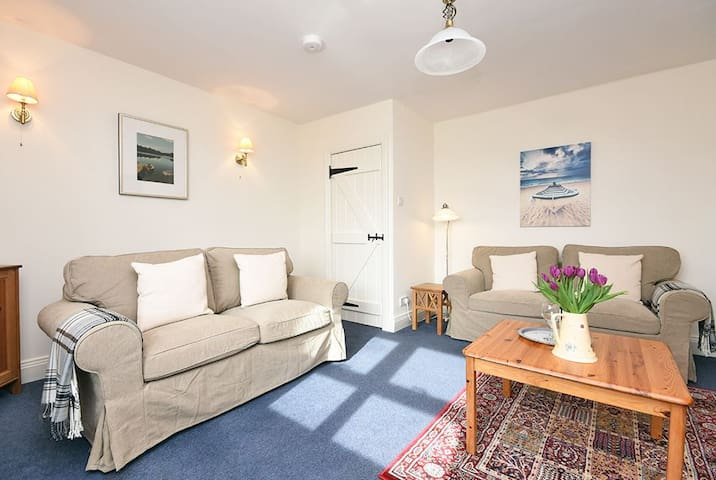 Cosy cottage 5 miles from Bamburgh, sleeps 4 - Northumberland - Bungalow