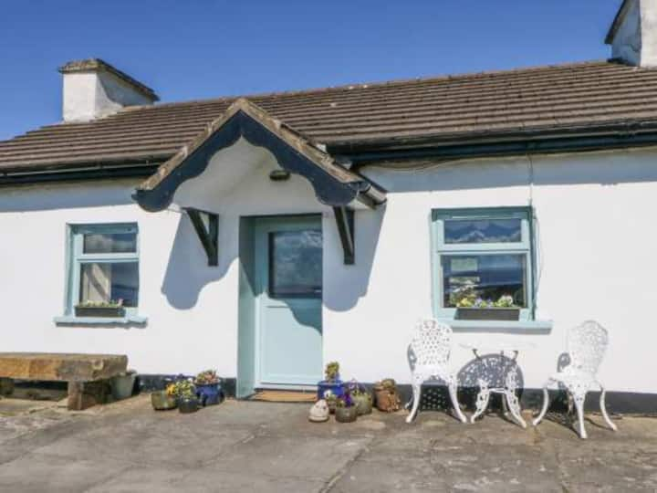 Charming Quirky Cottage - Cliffs of Moher
