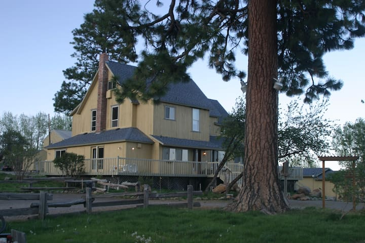 Crystalwood Lodge: 8BR Private Crater Lake Getaway - Fort Klamath - Huis