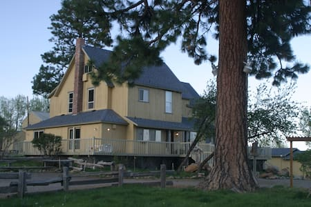 Crystalwood Lodge - Modernized Historic Homestead - Fort Klamath