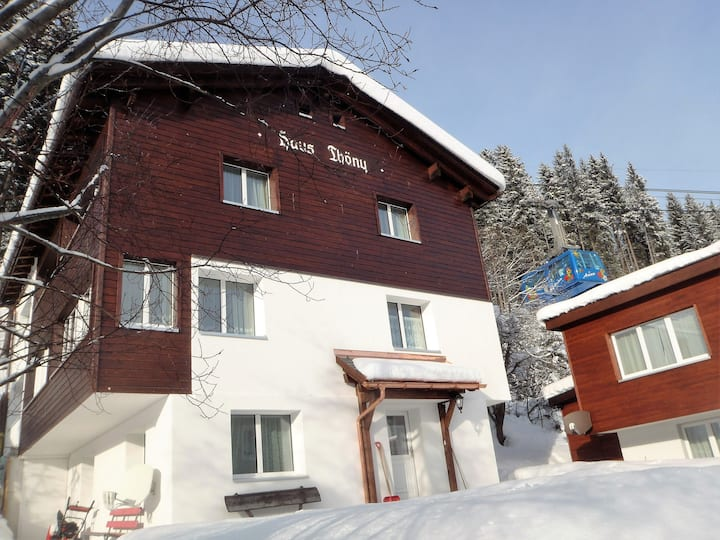 Centrally located Ski Apartment, 6 beds, free WIFI