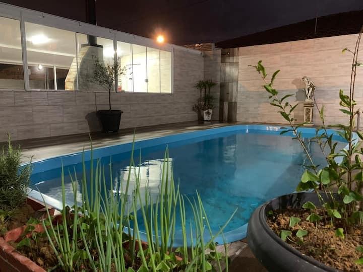 Casa com piscina próximo a Fatenp e praias