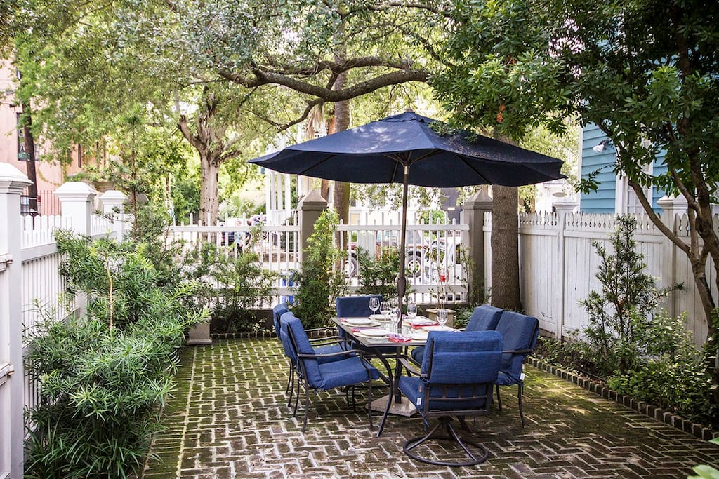 Outdoor dining in private courtyard