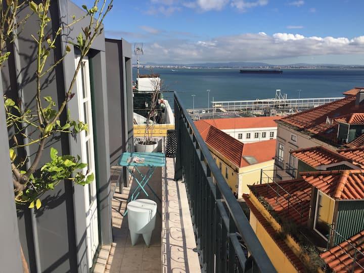 Balcony over River Tejo w/ Views - Ultra Fast Net