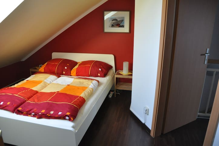 Room under the roof - near the city - Rostock - Townhouse