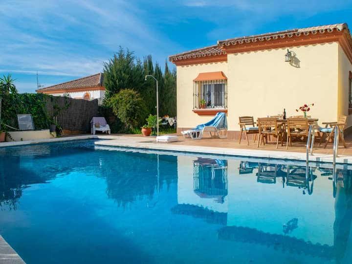 3-bedroom holiday villa with private pool close to Conil.