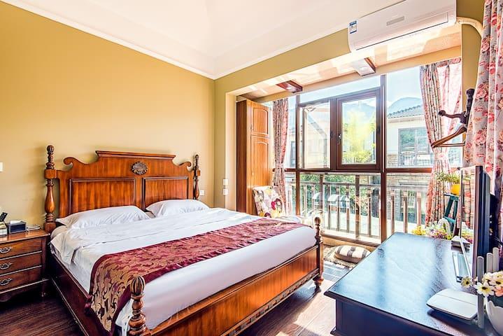 【卧室2】配一张大床,独立卫生间