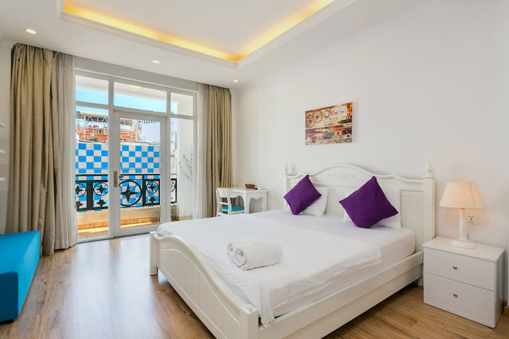 Lovely Studio @ The Most Central Area With Balcony