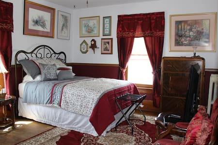 Victorian Manor Bed and Breakfast, LLC - Bed #4