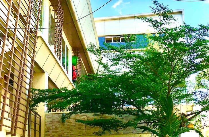 Breezy Home in the city w Balcon nr Fuente & Malls
