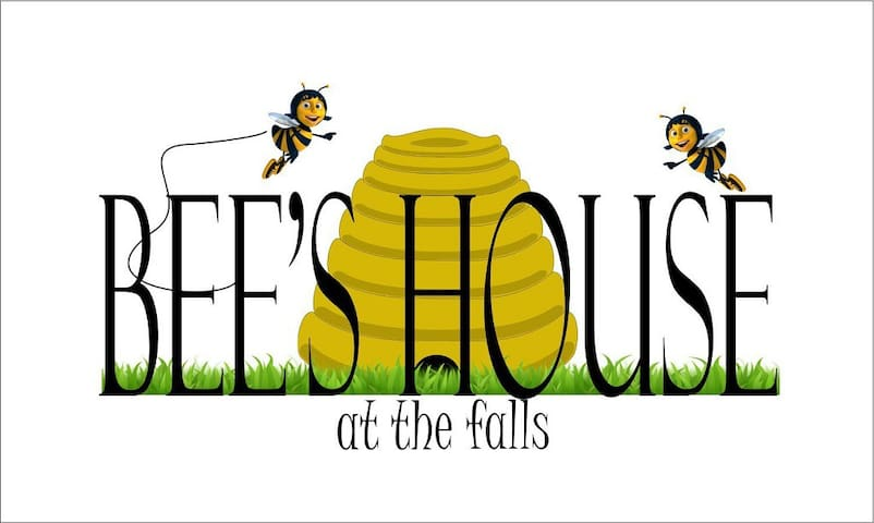 Bee House at the Falls: Not 2 Bee Room w/breakfast