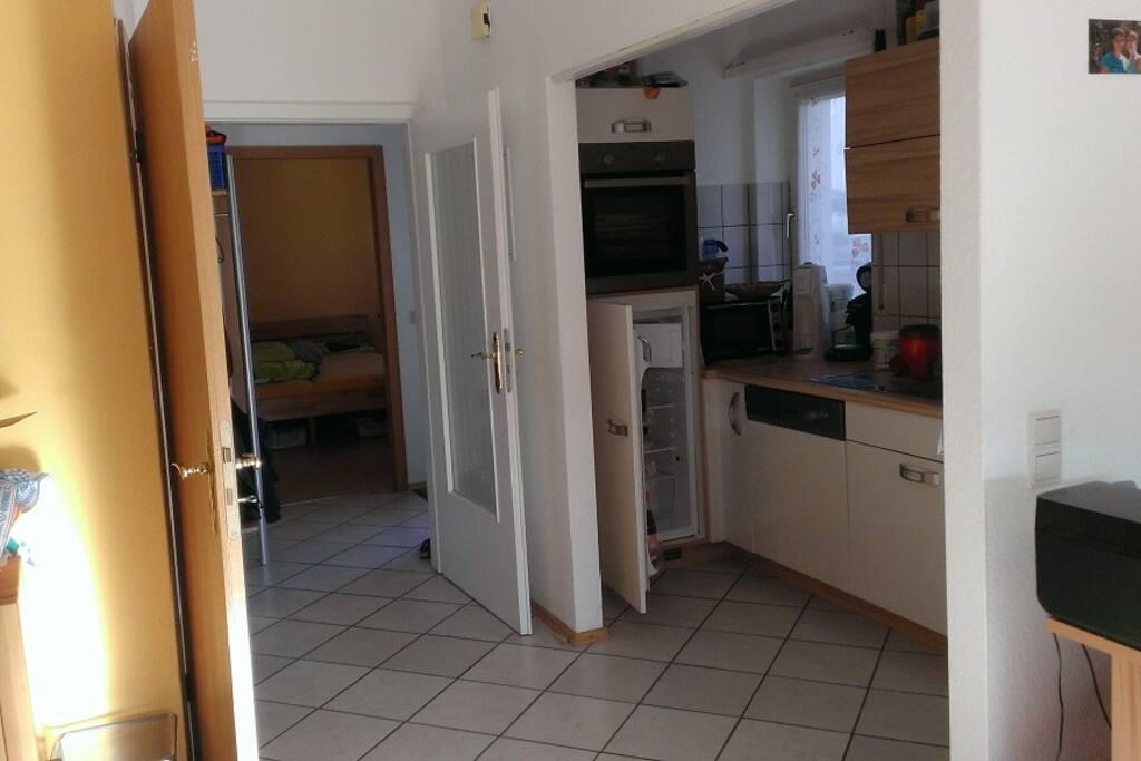 Bad (links), Küche und Schlafzimmer (hinten)