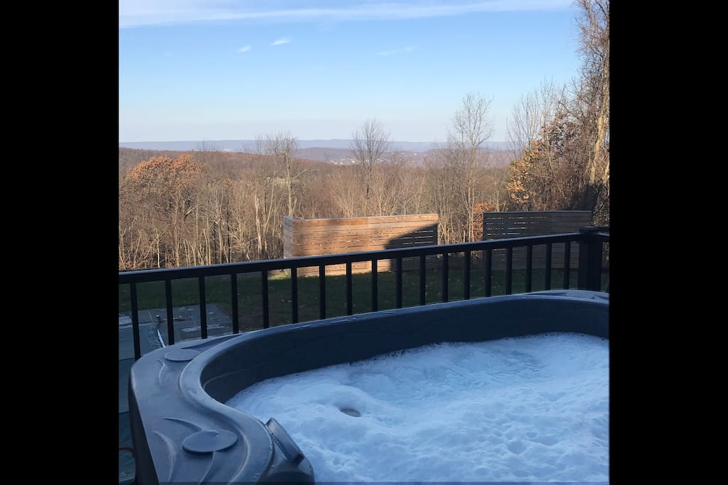 The outdoor spa deck is open all year round (seats 4)