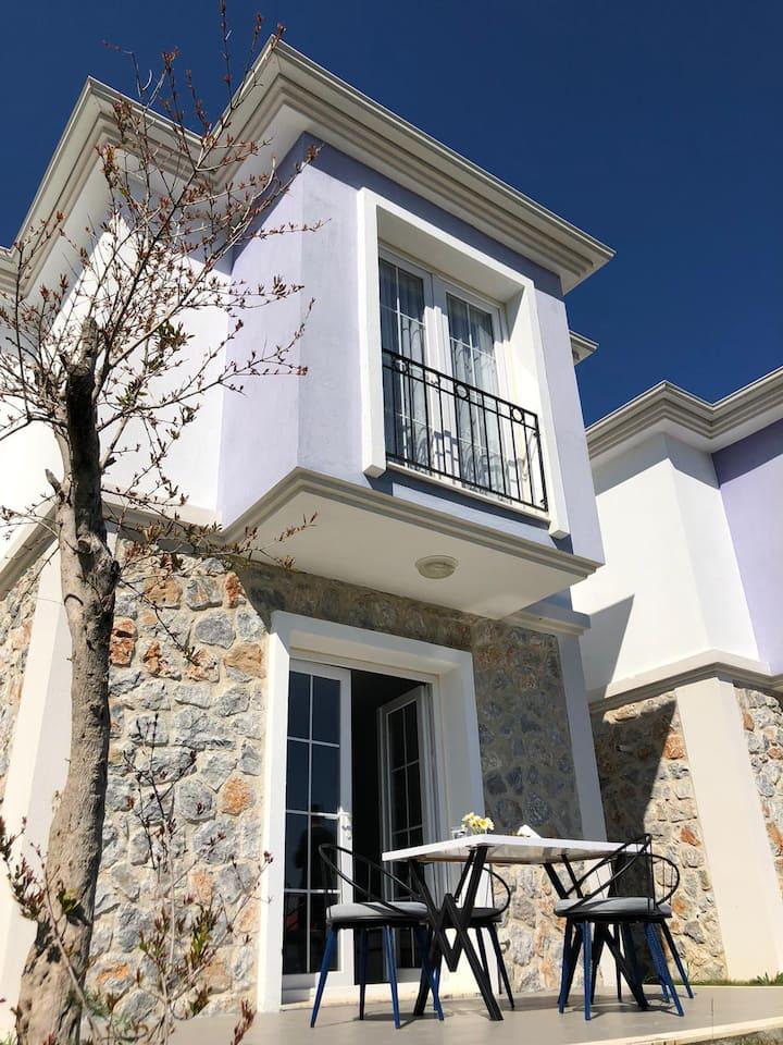Datça Karaköy'de Doğa Manzaralı Villa