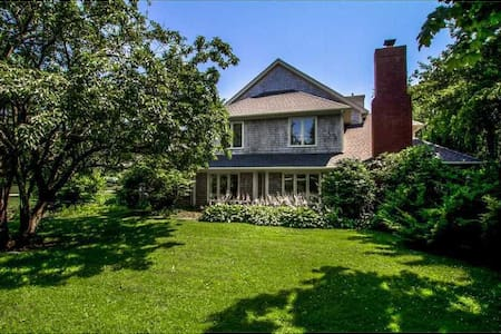 Beautiful Home in Heart of Newport-PRIME LOCATION!