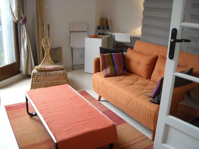 Beau studio, spacieux et bien équipé à Périgueux - Périgueux - 아파트