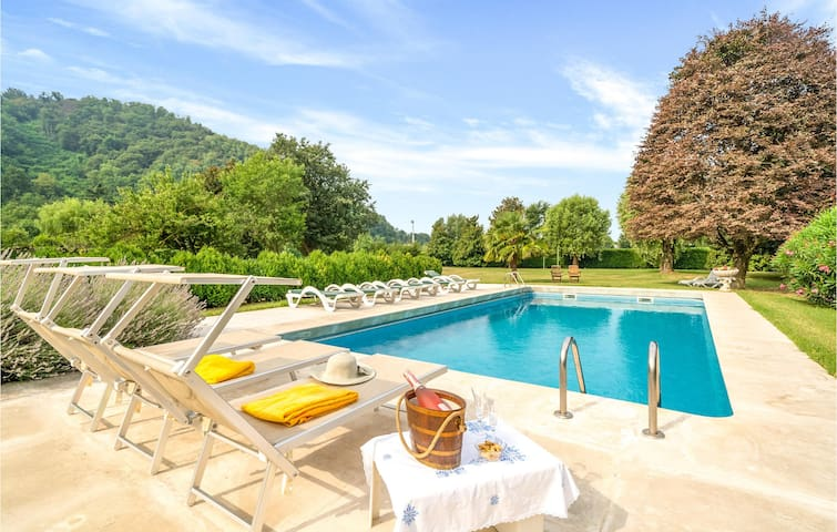 Holiday cottage with 7 bedrooms on 400m² in Torreglia  PD