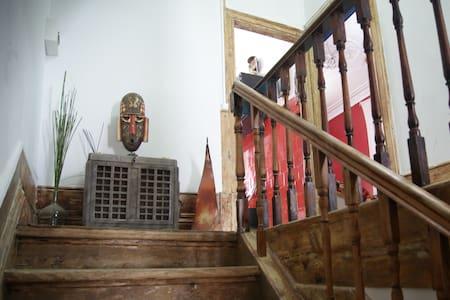 Cozy ethnic room with balcony - Porto - House