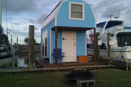 Floating Cabin on Bayou Liberty - Slidell
