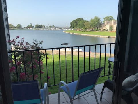 Waterfront Walden Marina Condo on Lake Conroe