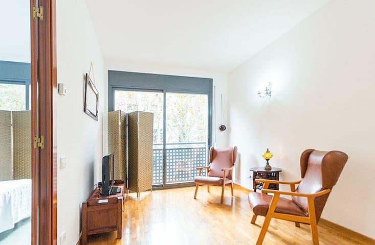 PLATANEROS - BRIGHT CENTRAL APT - Barcelona - Apartment