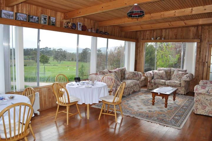 Breakfast/sunroom