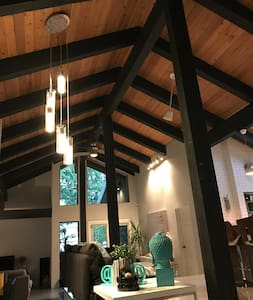 Modern Mountain Comfort - Sicamous - บ้าน
