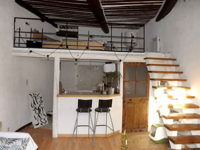 Lovely studio apartment in the center, close shops