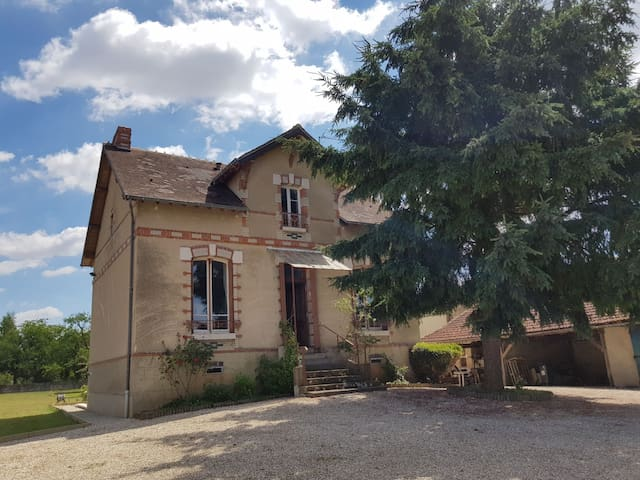 Charmante maison avec jardin près de l'Armançon