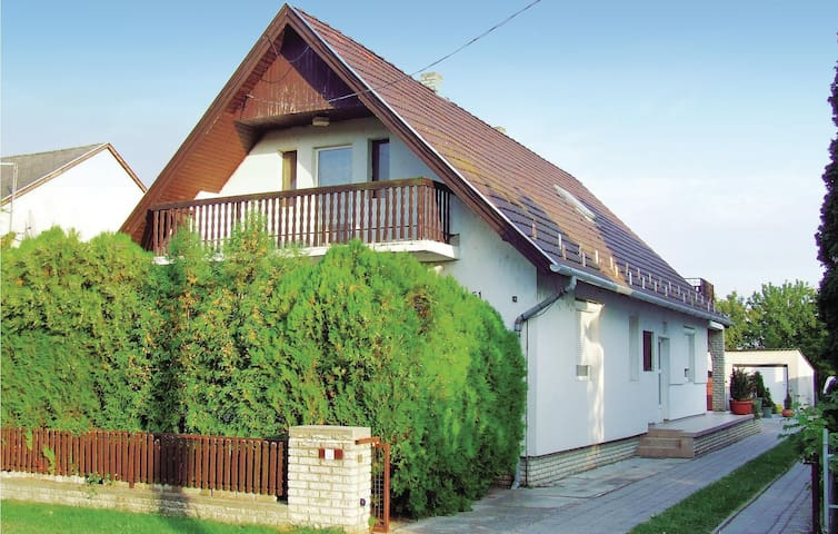 Holiday cottage with 4 bedrooms on 140m² in Balatonfenyves