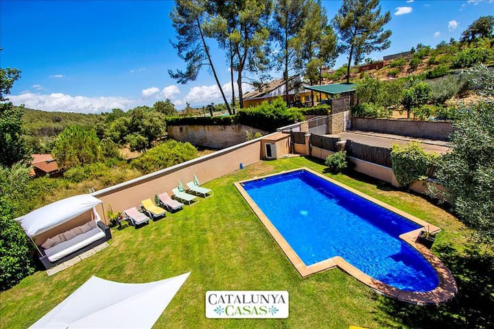 Five-bedroom villa in Can Vinyals, nestled in the hills between Barcelona and Girona - Barcelona Region - Villa