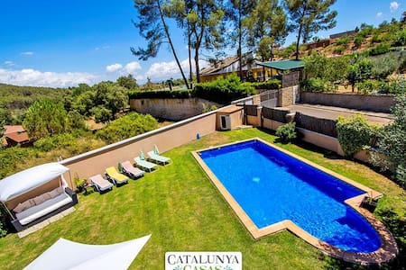 Five-bedroom villa in Can Vinyals, nestled in the hills between Barcelona and Girona - Barcelona Region - Вилла