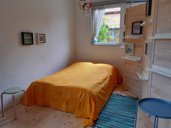 Bülstedt Atelierzimmer auf idyllischem Hof.