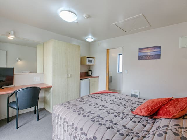 Compact Queen Studio at Bella Vista Motel Hokitika