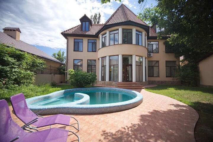 Загородный современный дом ... - Molodizhne