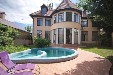 Загородный современный дом ... - Molodizhne - Huis