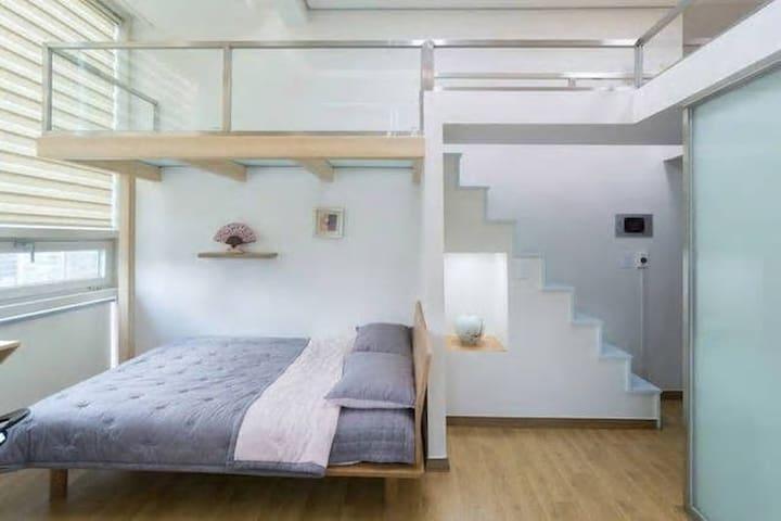 Free WiFi / Duplex in Jongro & Myungdong 3