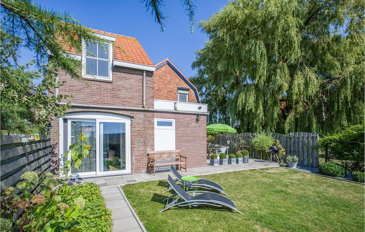 Holiday cottage with 4 bedrooms on 120m² in Groede