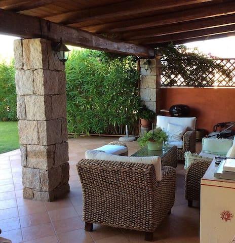Villa quadrilocale vista mare veranda e giardino - Arzachena - Rumah liburan