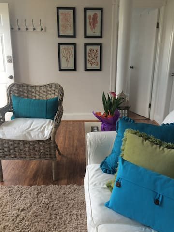 Cosy 1 bedroom suite with patio and harbour view