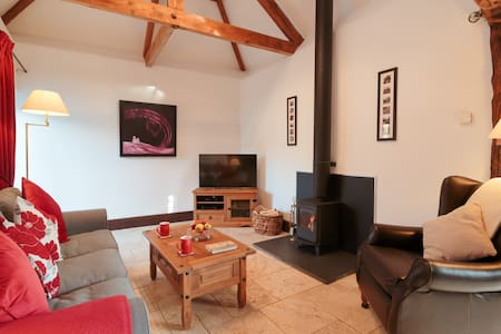 Cottage with Underfloor Heating. 2 pets free