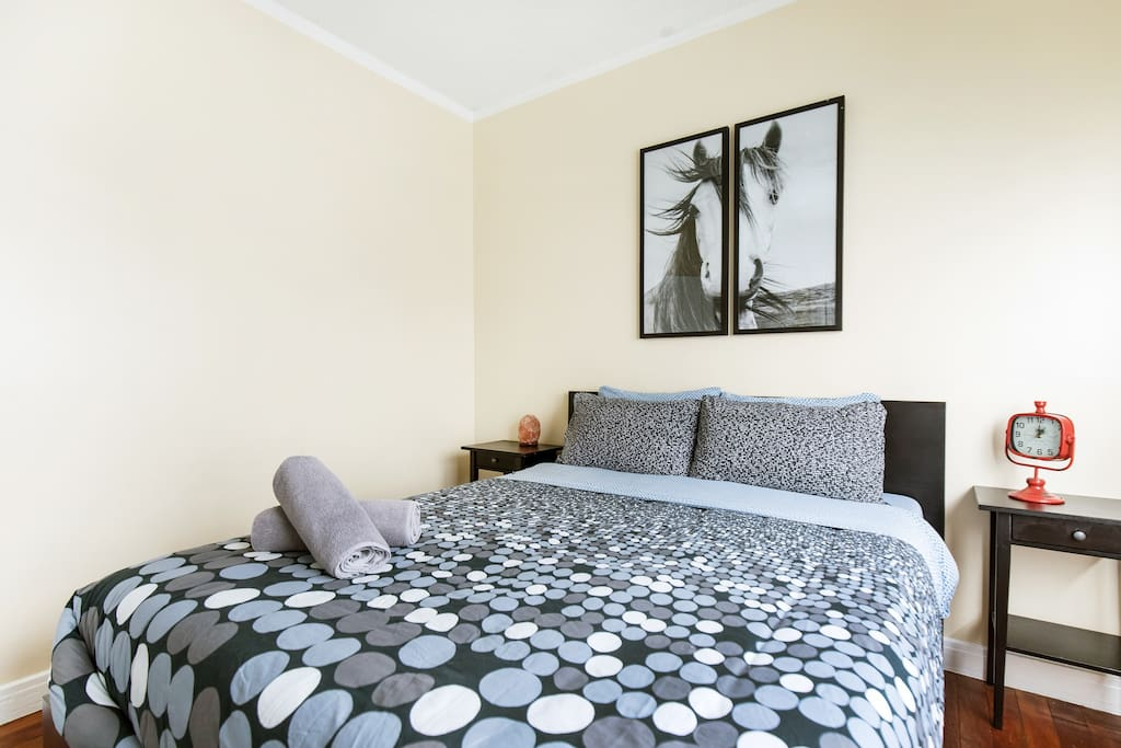bed is queen size along with an extra single mattress with e metal frame