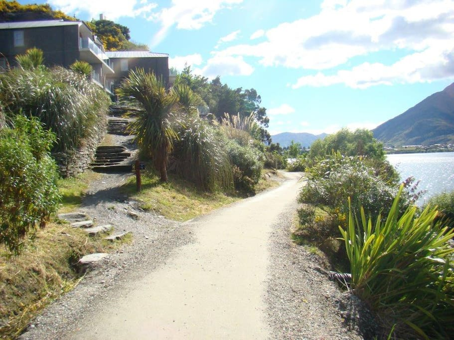 Famous Frankton Lakeside Walkway only meters from your apartment