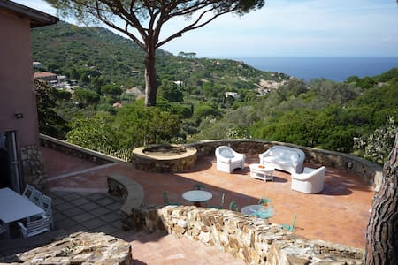 Beautiful Tuscan Seafront Villa