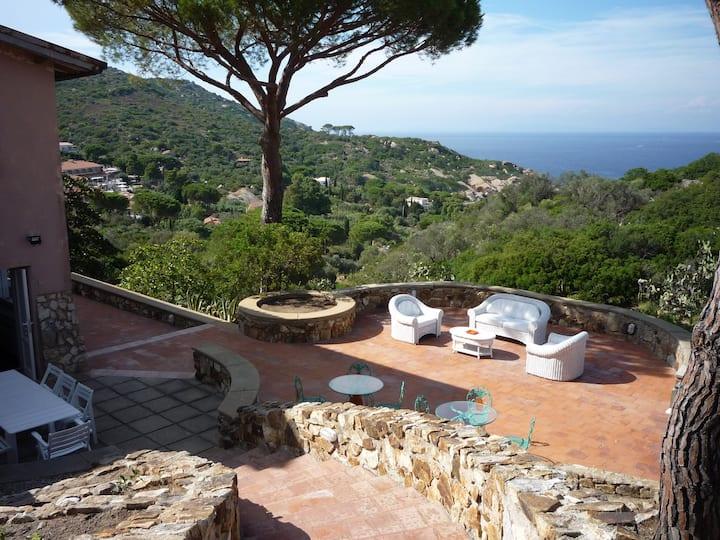 Beautiful Tuscan Seafront Villa