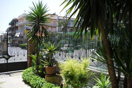 Affittacamere  vicino l'Etna e Catania - Adrano - Дом