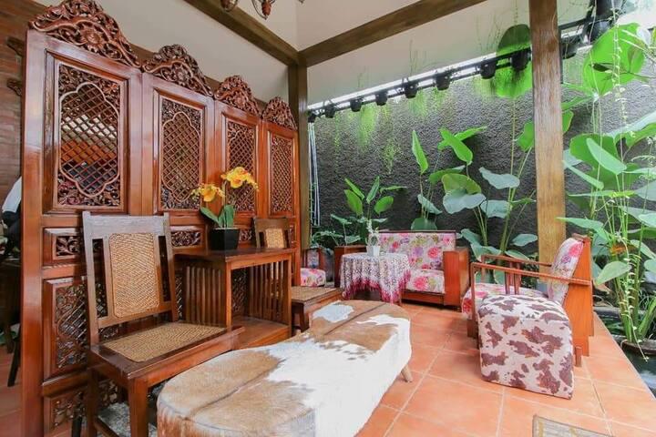 Family Room at Monjali Street