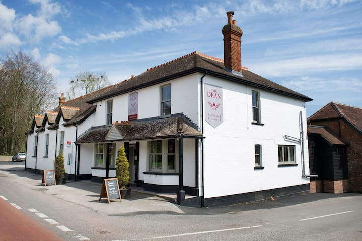 The Dean Inn...Eat.Sleep.Drink.Enjoy - West Sussex - Bed & Breakfast
