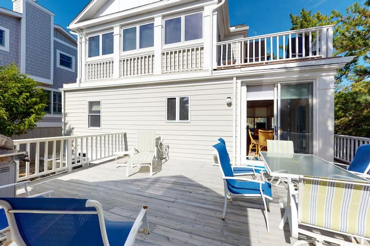 Town of Fenwick Island house w/ fireplace, free WiFi, and more!